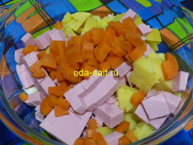 Нарезать в оливье морковь