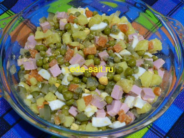 Оливье с морковью и солеными огурцами