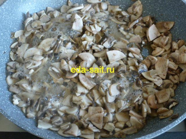 Выпарить жидкость из грибов