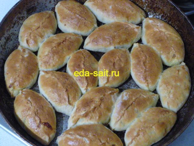 Запеченные пирожки с капустой