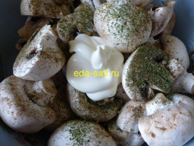 Добавить к грибам майонез