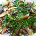 Картошка с грибами по деревенски в духовке