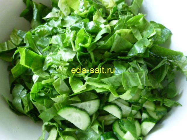 Нарезать в салат шпинат