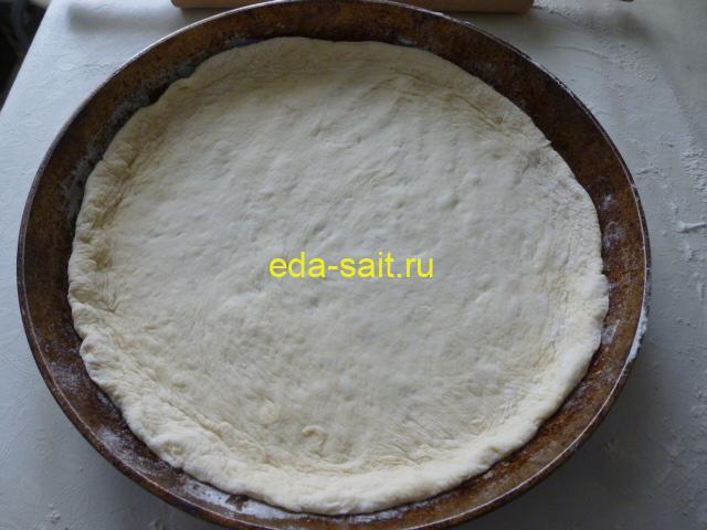 Выложить картофельное тесто в форму