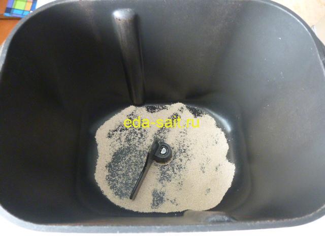 Делаем картофельное тесто выложить в форму дрожжи