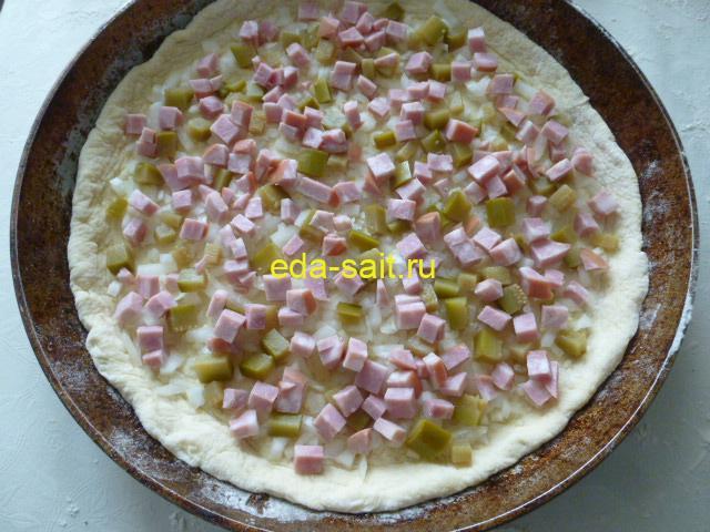 Выложить в пиццу ветчину