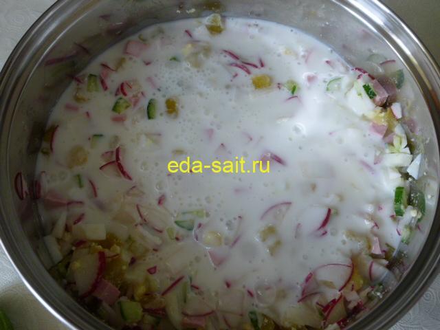 Налить в окрошку кефир