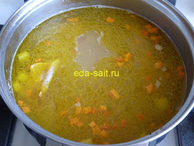 Заложить в суп со шпинатом морковь