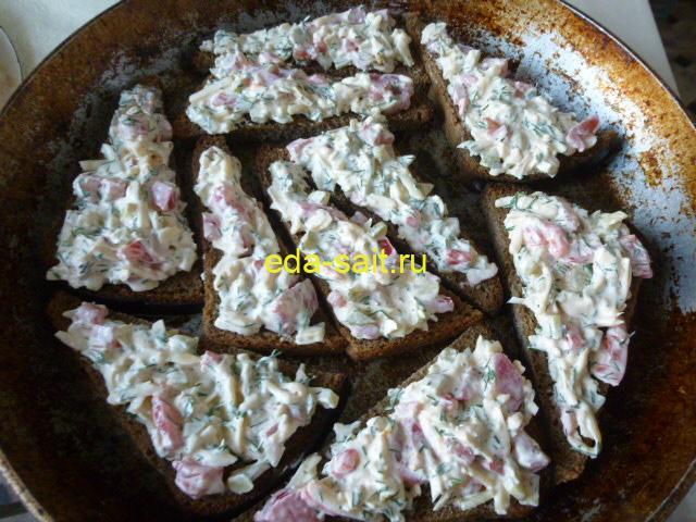 Горячие бутерброды из черного хлеба