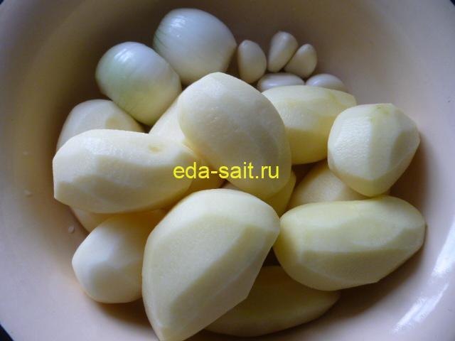 Картошка тушеная с говядиной подготовить овощи