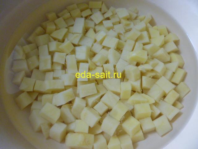 Нарезать картошку в щи кубиками