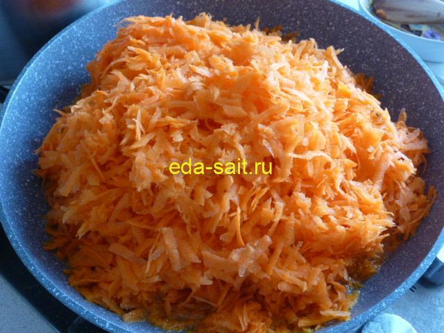 Натереть морковь для лечо на крупной терке