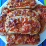 Бутерброды с колбасой помидорами и сыром