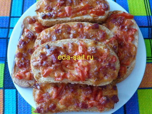 Бутерброды с колбасой, помидорами и сыром фото