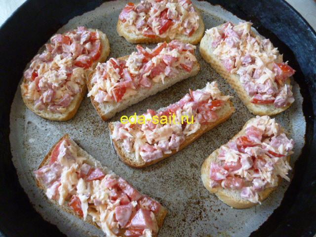 Бутерброды с томатами и колбасой