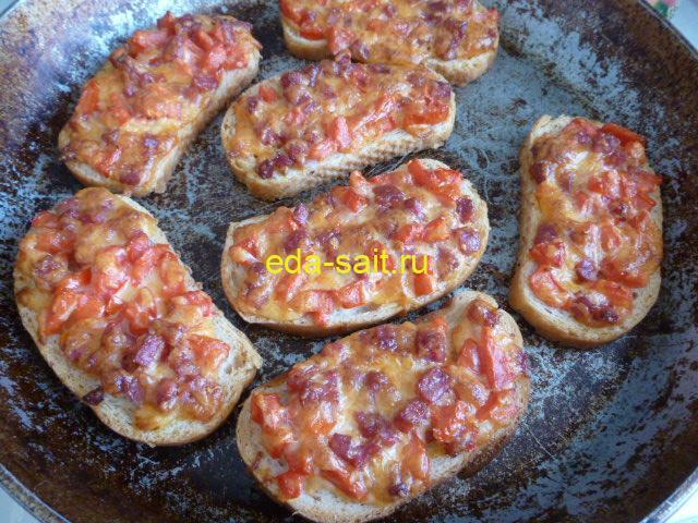 Как приготовить бутерброды с колбасой и помидорами