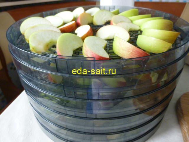 Наполнить яблоками все поддоны электросушилки