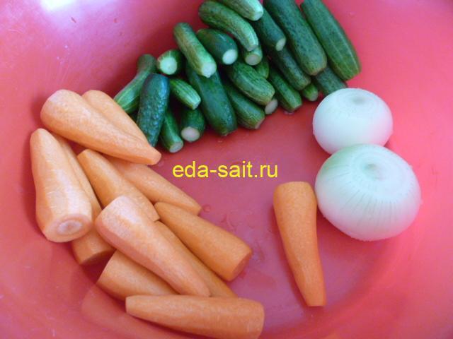 Овощи для салата с капустой и огурцами