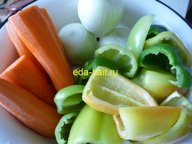 Подготовленные овощи для салата с рисом