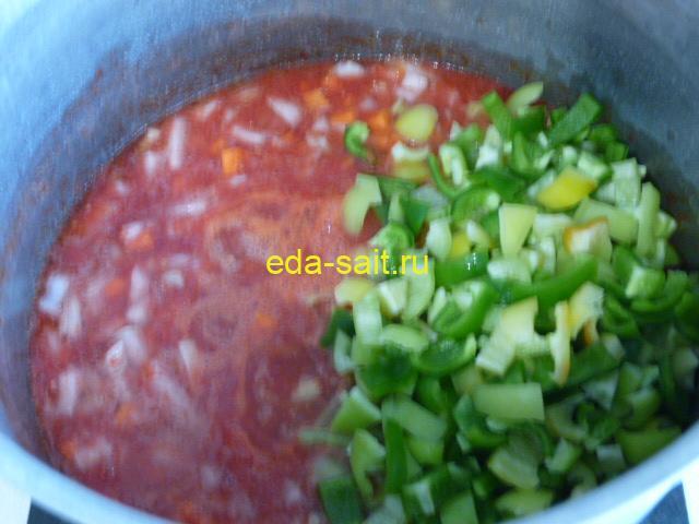 Выложить в салат с рисом болгарский перец