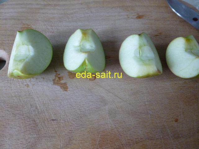 Вырезать у яблок сердцевину