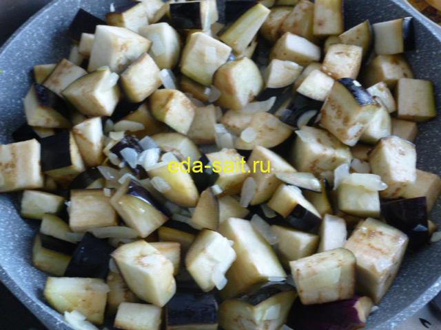 Добавить к луку и чесноку баклажаны
