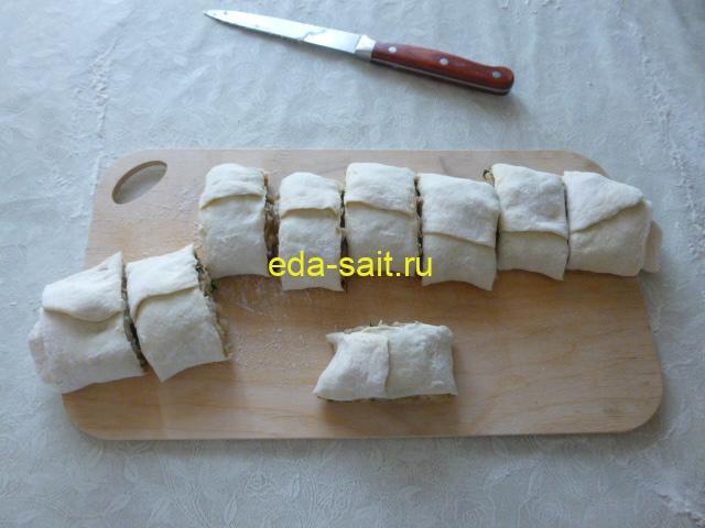 Рулетики с капустой из слоёного теста пошаговый рецепт с фото